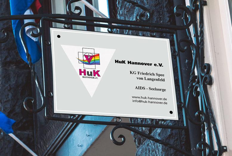 Eingangsschild HuK e.V.